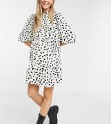 In The Style Maternity x Dani Dyer - Råhvid skaterkjole med plisseret nederdel, kravedetalje og plettet print-Multifarvet